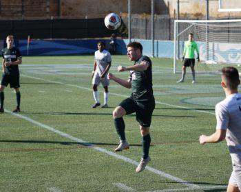 Antara Keuntungan dan Kesenangan Bermain Judi Bola Daring